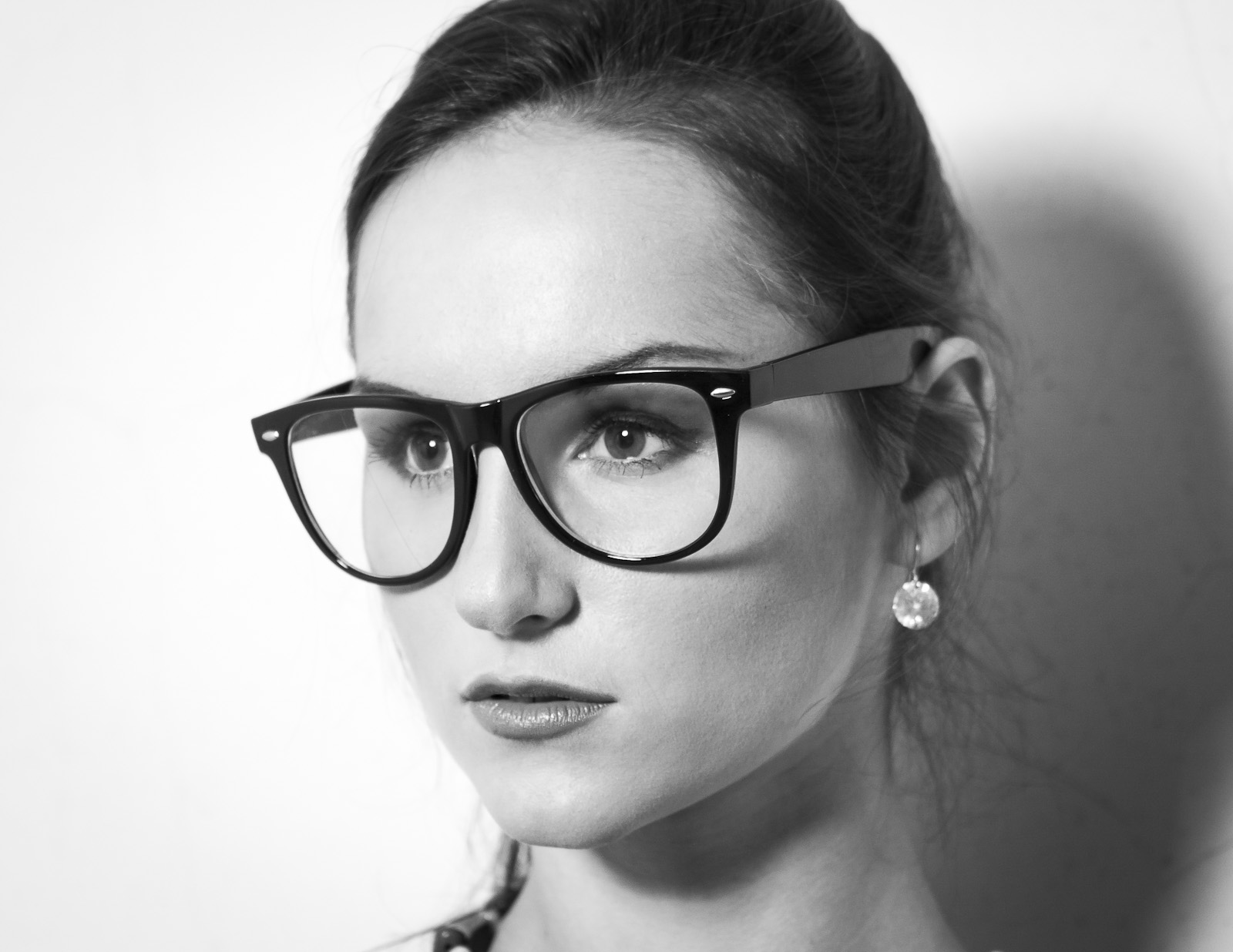regina_glasses_featured