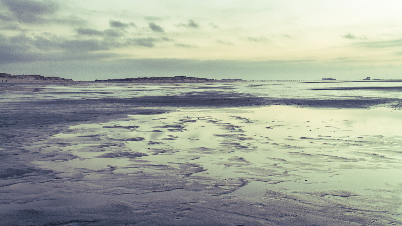a winter's beach_4